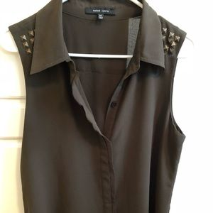 Olive green sleeve-less blouse!